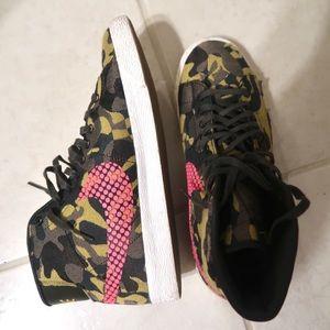 Camo Nike High Top Sneakers Women Size 8.5